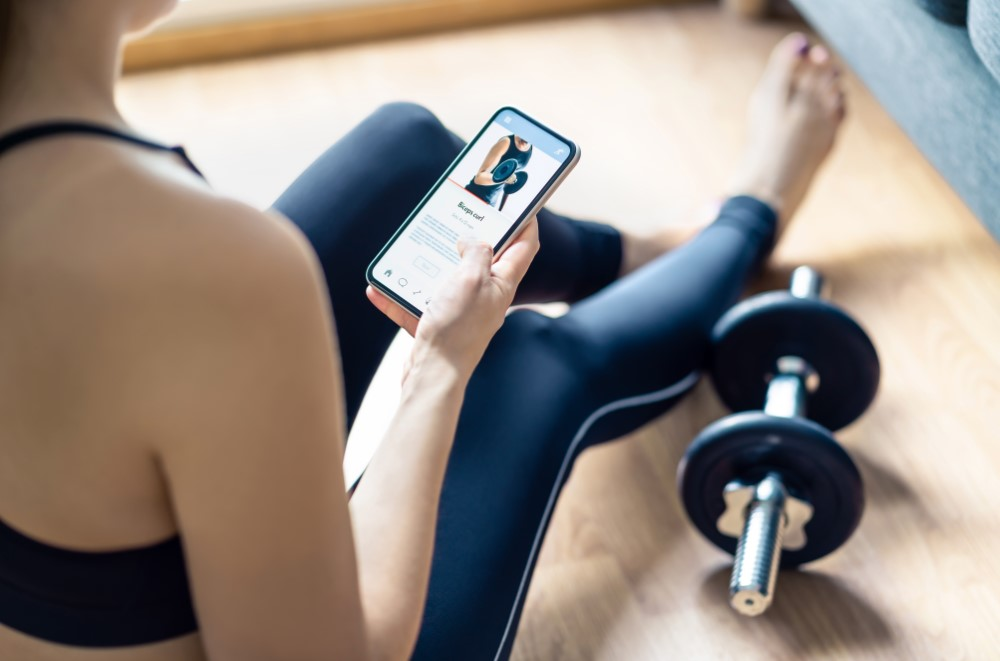Woman excercising with fitness app
